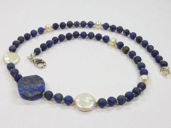 Halskette mit Lapislazuli